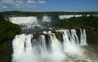 Vodopády Iguacu jsou místem, kde se rodí mraky